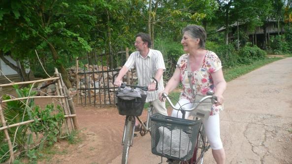 Sur le sentier des velos a Mai Chau en fin d'apres-midi
