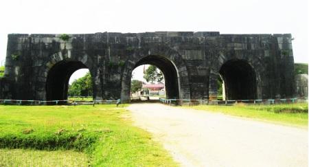 la-citadelle-de-la-dynastie-des-Ho